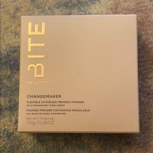Bite Beauty Changemaker Flexible Coverage Powder